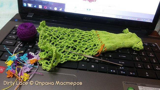 Конечно же, я как истинный раздолбай, сдаю работу чуть ли не в последний день.  Ссылка на конкурс: http://stranamasterov.ru/node/1093995 Итак, задачей конкурса являлось создание весеннего образа. Этот аутфит для Вирджинии создавался целую неделю, особенно замучило вязание юбки платья и цветов. Чтобы разнообразить немного образ, я заплела волосы Вирджи в цветные дредлоки в тон платья. фото 13