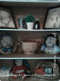 Здравствуйте все! Вот решила поделиться моим новым увлечением-куклами...Это портреты хозяина и хозяйки дома...основу сплела из бумаги... фото 4