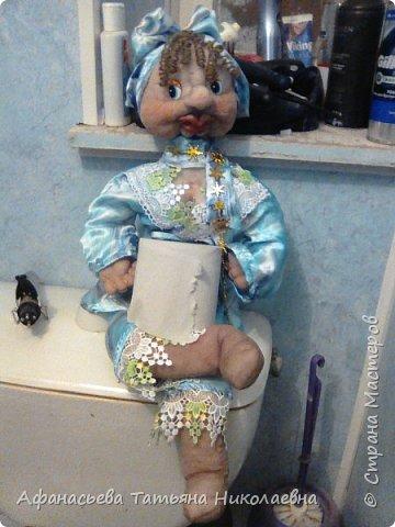 Здравствуйте все! Вот решила поделиться моим новым увлечением-куклами...Это портреты хозяина и хозяйки дома...основу сплела из бумаги... фото 9