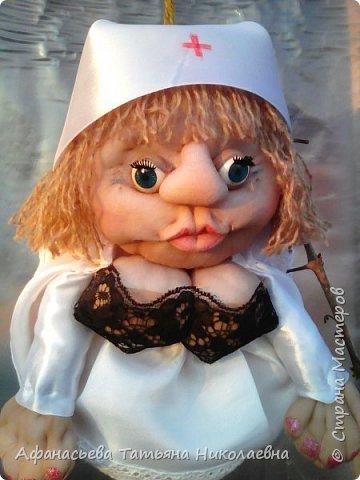 Здравствуйте все! Вот решила поделиться моим новым увлечением-куклами...Это портреты хозяина и хозяйки дома...основу сплела из бумаги... фото 8