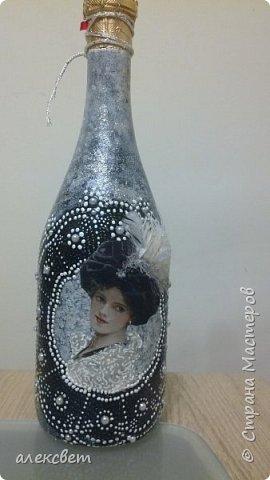 Здравствуйте. Вот такую бутылочку задекупажировала для хорошего человека. фото 1