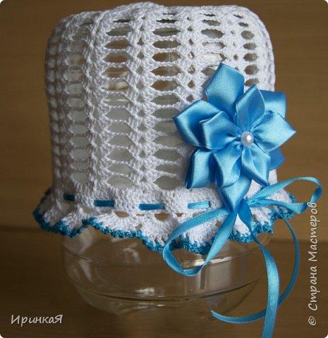 Вот такая летняя шапочка связалась для маленькой принцессы. Цветочек выполнен в технике канзаши)