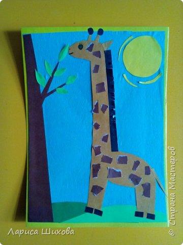 С важным видом, словно граф, По земле идет жираф, Доставая - он таков! - Головой до облаков.  фото 1