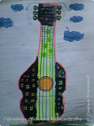 """Сегодня на уроке  ИЗО мои ребята  фантазировали на тему """"Дома  будущего"""" Ребята """"построили """" вот такие  чудо- домики. Дом- гитара, фото 1"""