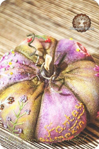 """Фэнтезийная тыква """"Ледяная"""". Ручное окрашивание ткани, вышивка на трех дольках. Высота 11 см фото 10"""