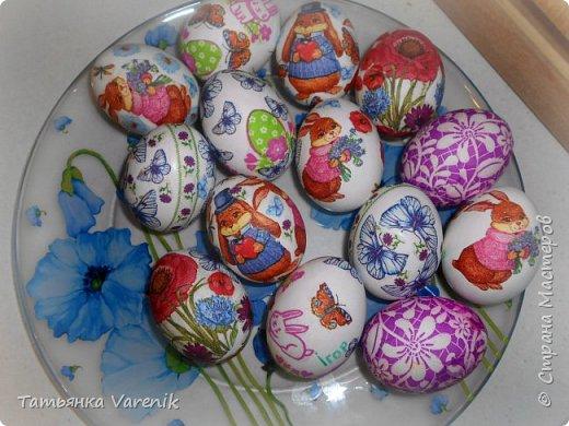 Декупаж пасхальных яиц салфетками и яичным белком фото 2