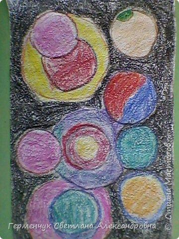 """Рисунок восковыми мелками на мелкозернистой  наждачной бумаге- """"Космос"""".(Рисунок из интернета) фото 7"""