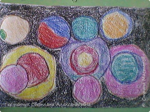 """Рисунок восковыми мелками на мелкозернистой  наждачной бумаге- """"Космос"""".(Рисунок из интернета) фото 9"""