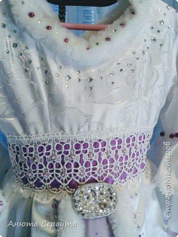 """Здравствуйте, творческие жители страны! Этот костюм я сделала для племянницы, девочки 6 лет, на новогодний карнавал. И даже сейчас, когда праздники давно закончились, Анечка просит маму достать ей это платье, что бы """"поиграть в королеву""""! фото 3"""