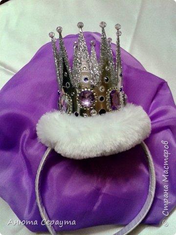 """Здравствуйте, творческие жители страны! Этот костюм я сделала для племянницы, девочки 6 лет, на новогодний карнавал. И даже сейчас, когда праздники давно закончились, Анечка просит маму достать ей это платье, что бы """"поиграть в королеву""""! фото 4"""