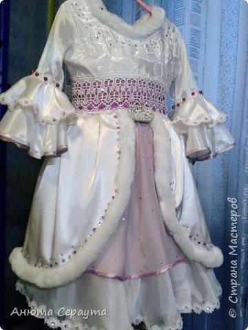 """Здравствуйте, творческие жители страны! Этот костюм я сделала для племянницы, девочки 6 лет, на новогодний карнавал. И даже сейчас, когда праздники давно закончились, Анечка просит маму достать ей это платье, что бы """"поиграть в королеву""""! фото 1"""