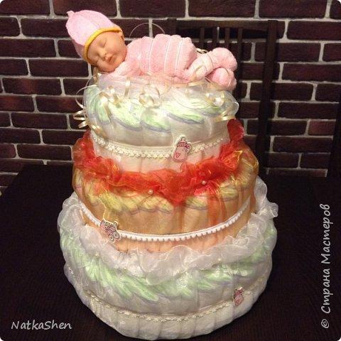 Подарок на рождение малышки- торт из подгузников фото 1