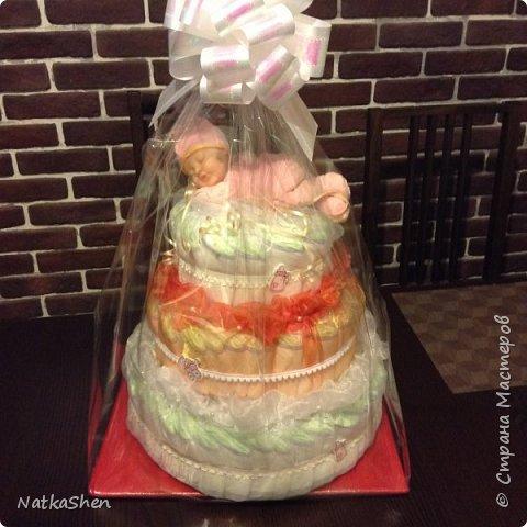 Подарок на рождение малышки- торт из подгузников фото 2