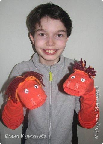Я шила для спектакля, в котором участвует сын, костюмы: бельчонка, ежика и рыбы. Оставался еще червяк, сначала не могла придумать, как его сделать. Потом решила, что это будет перчаточная кукла. фото 1
