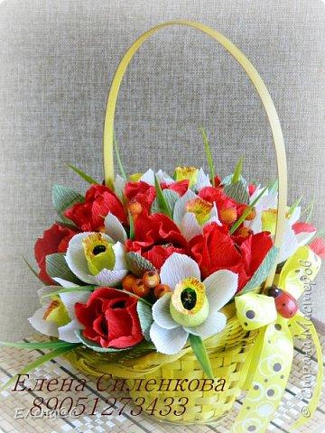 Этот блог с работами  посвященными в основном 8 марта... Корзинка нарциссы с тюльпанами родилась просто на одном дыхании фото 1