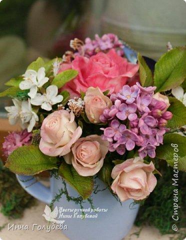 """Всем хороших выходных! А у меня новая композиция из холодного фарфора, которую мне захотелось назвать  """" Кокетка"""")  Она получилась такая кучерявенькая,как кокетливая девушка с кучеряшками волос) В неё вошли: кустовые розы двух сортов,малинового и кремово- розового оттенков, веточки цветущей вишни, цветы скабиозы полевой, веточки сирени. И в качестве дополнения к букетику: сухоцветы и натуральный мох. Размер композиции : диаметр - 21 см, высота- 18 см. Бабочка тоже ручной работы) Роспись бабочки сделала талантливый художник и прекрасная женщина- Ирочка Гущина!  http://vk.com/apiirina65 Спасибо ей большое фото 2"""