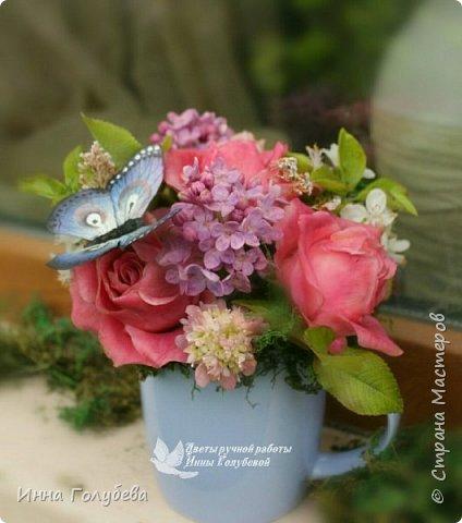 """Всем хороших выходных! А у меня новая композиция из холодного фарфора, которую мне захотелось назвать  """" Кокетка"""")  Она получилась такая кучерявенькая,как кокетливая девушка с кучеряшками волос) В неё вошли: кустовые розы двух сортов,малинового и кремово- розового оттенков, веточки цветущей вишни, цветы скабиозы полевой, веточки сирени. И в качестве дополнения к букетику: сухоцветы и натуральный мох. Размер композиции : диаметр - 21 см, высота- 18 см. Бабочка тоже ручной работы) Роспись бабочки сделала талантливый художник и прекрасная женщина- Ирочка Гущина!  http://vk.com/apiirina65 Спасибо ей большое фото 4"""