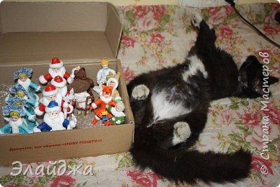 Привет друзья и гости моей странички.  В  Стране Мастеров  давно я не была со своими  ватными игрушками. Вот представляю   большую компанию,  Многие из них вам знакомы, но мне  они так нравятся, что я делаю их еще, но давайте смотреть... как в сказке.  фото 46