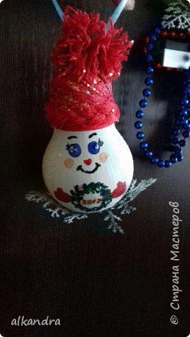 Новогодние игрушки из лампочек фото 2