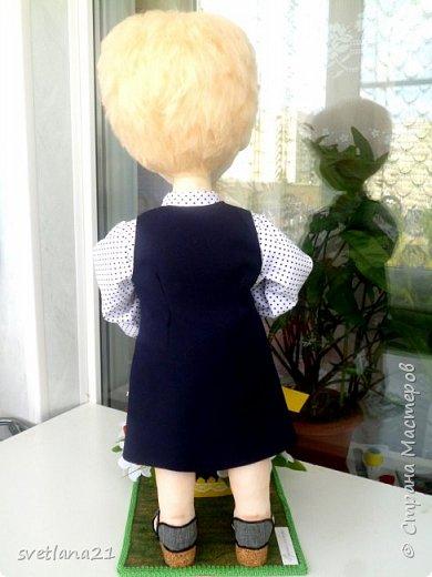 Добрый день всем мастерицам, вот очередная кукла выполнена в технике сухого валяния  для последнего звонка в начальной школе фото 4