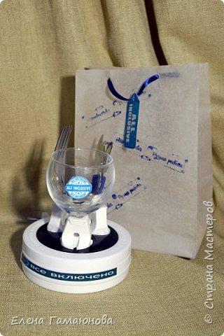 Сувенир упакован в пакет из бумаги для выпечки. фото 2