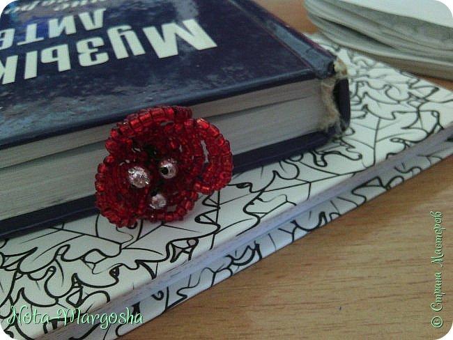 Здравствуйте, дорогие жители СМ! Сегодня я хочу показать МК закладки-цветка в технике бисероплетения. Сильно тапками не забрасывайте - это мой первый МК. фото 1