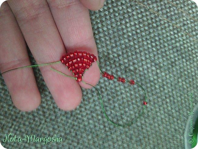 Здравствуйте, дорогие жители СМ! Сегодня я хочу показать МК закладки-цветка в технике бисероплетения. Сильно тапками не забрасывайте - это мой первый МК. фото 10