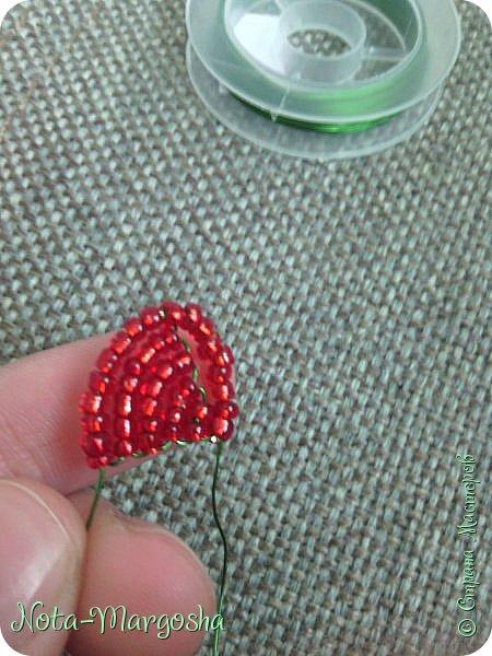 Здравствуйте, дорогие жители СМ! Сегодня я хочу показать МК закладки-цветка в технике бисероплетения. Сильно тапками не забрасывайте - это мой первый МК. фото 11
