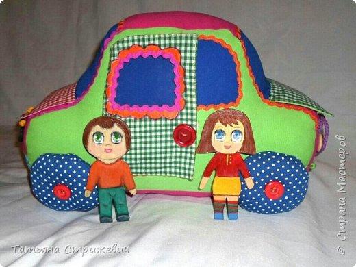 Придумался вот такой  Веселый автомобильчик . Куколок сделала из плотного переплетного картона в два слоя,. Размер машинки: длинна 40 см , высота 25 см , ширина 24 см. фото 1