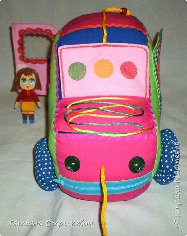 Придумался вот такой  Веселый автомобильчик . Куколок сделала из плотного переплетного картона в два слоя,. Размер машинки: длинна 40 см , высота 25 см , ширина 24 см. фото 7