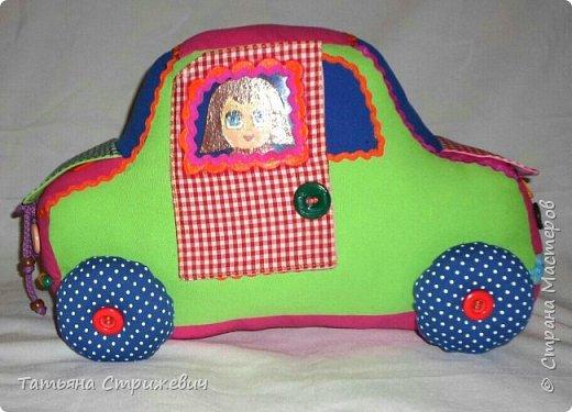 Придумался вот такой  Веселый автомобильчик . Куколок сделала из плотного переплетного картона в два слоя,. Размер машинки: длинна 40 см , высота 25 см , ширина 24 см. фото 3