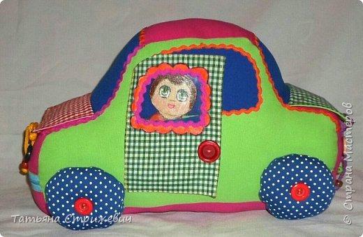 Придумался вот такой  Веселый автомобильчик . Куколок сделала из плотного переплетного картона в два слоя,. Размер машинки: длинна 40 см , высота 25 см , ширина 24 см. фото 4
