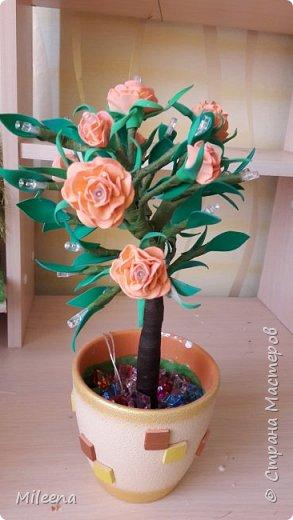 Всем привет!!!! Я к Вам со своим новым деревом ))) Сделала его из гирлянды с цветочками из фома. фото 7