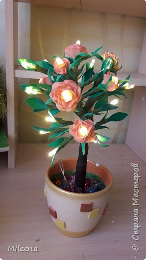 Всем привет!!!! Я к Вам со своим новым деревом ))) Сделала его из гирлянды с цветочками из фома. фото 8