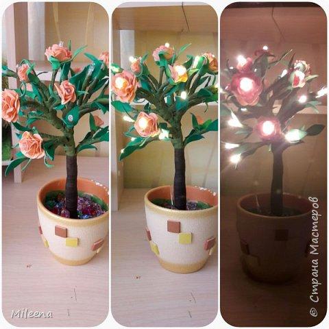 Всем привет!!!! Я к Вам со своим новым деревом ))) Сделала его из гирлянды с цветочками из фома. фото 1