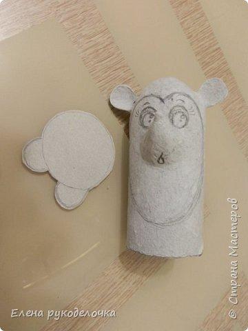 Доброго времени суток всем, кто заглянул ко мне в гости! Сегодня я хочу показать как делаю ёжиков и совят из рулончиков от туалетной бумаги или бумажных полотенец. фото 12