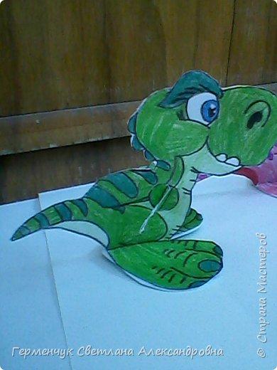 """Пригрело солнышко, и у нас в классе"""" вывелись """" динозаврики,Все разные ,но относятся к одному виду .Получились очень яркие ,как цветочки!!! фото 5"""