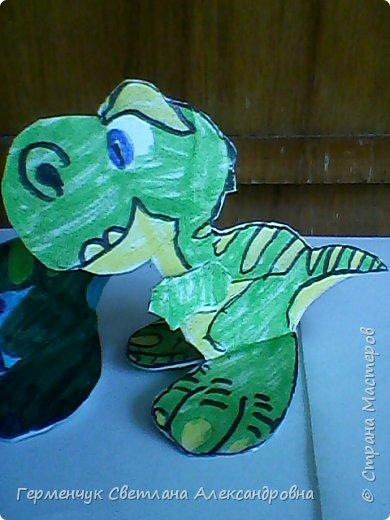 """Пригрело солнышко, и у нас в классе"""" вывелись """" динозаврики,Все разные ,но относятся к одному виду .Получились очень яркие ,как цветочки!!! фото 10"""