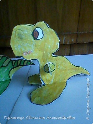 """Пригрело солнышко, и у нас в классе"""" вывелись """" динозаврики,Все разные ,но относятся к одному виду .Получились очень яркие ,как цветочки!!! фото 11"""