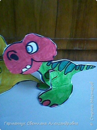 """Пригрело солнышко, и у нас в классе"""" вывелись """" динозаврики,Все разные ,но относятся к одному виду .Получились очень яркие ,как цветочки!!! фото 12"""