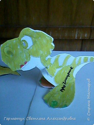 """Пригрело солнышко, и у нас в классе"""" вывелись """" динозаврики,Все разные ,но относятся к одному виду .Получились очень яркие ,как цветочки!!! фото 14"""