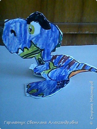 """Пригрело солнышко, и у нас в классе"""" вывелись """" динозаврики,Все разные ,но относятся к одному виду .Получились очень яркие ,как цветочки!!! фото 15"""