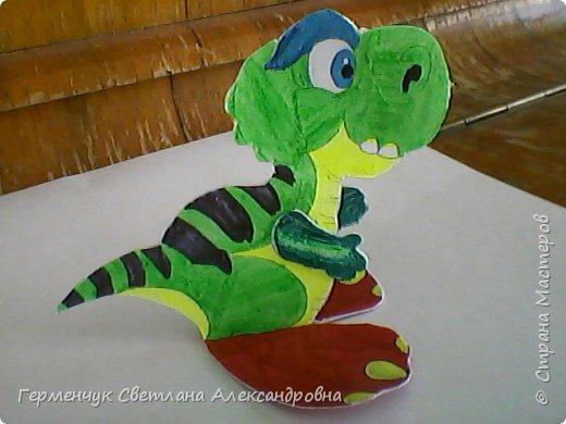 """Пригрело солнышко, и у нас в классе"""" вывелись """" динозаврики,Все разные ,но относятся к одному виду .Получились очень яркие ,как цветочки!!! фото 21"""