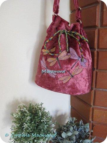 """Не устали еще от моих плюшевых сумок? Я - нет. Буду опять вас """"мучить"""")) Моя новая сумочка с вышитыми лилиями. А цвет плюша называется """"орхидея"""" фото 6"""
