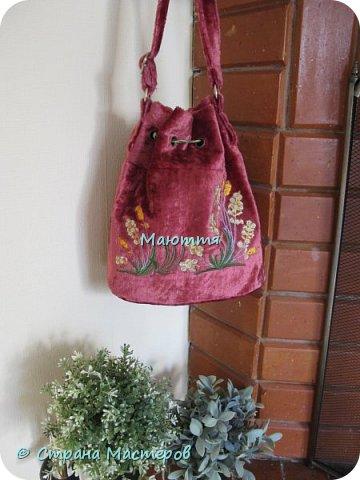 """Не устали еще от моих плюшевых сумок? Я - нет. Буду опять вас """"мучить"""")) Моя новая сумочка с вышитыми лилиями. А цвет плюша называется """"орхидея"""" фото 7"""