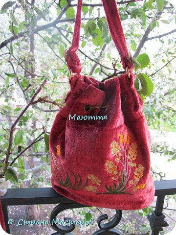 """Не устали еще от моих плюшевых сумок? Я - нет. Буду опять вас """"мучить"""")) Моя новая сумочка с вышитыми лилиями. А цвет плюша называется """"орхидея"""" фото 8"""