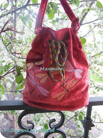"""Не устали еще от моих плюшевых сумок? Я - нет. Буду опять вас """"мучить"""")) Моя новая сумочка с вышитыми лилиями. А цвет плюша называется """"орхидея"""" фото 10"""