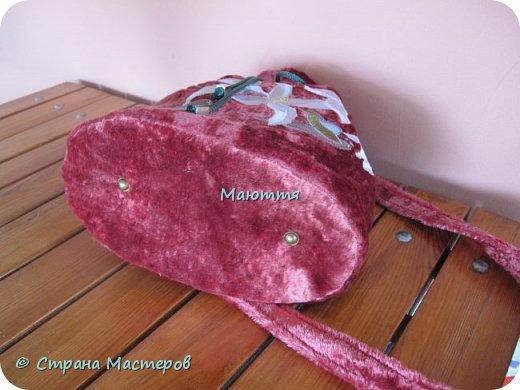 """Не устали еще от моих плюшевых сумок? Я - нет. Буду опять вас """"мучить"""")) Моя новая сумочка с вышитыми лилиями. А цвет плюша называется """"орхидея"""" фото 5"""