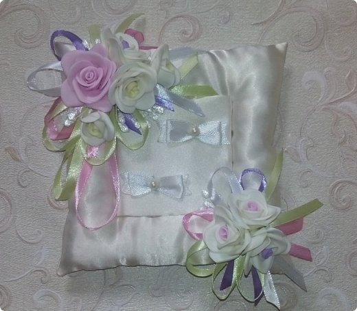 Здравствуйте! Сегодня хочу вам показать набор для  свадьбы в пастельных тонах. Нам с напарницей поступил заказ на свадебные аксессуары. Так как невеста должна быть в платье цвета айвори, основными цветами были айвори, розовый и лаванда.  Итак...  Набор для церемонии со свечами. фото 4