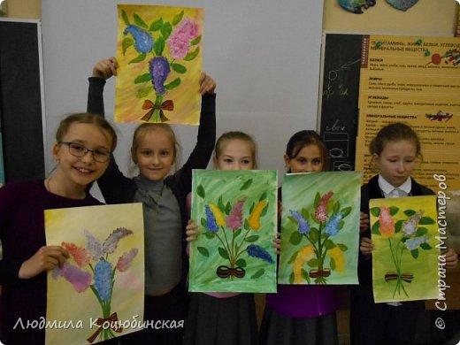 На кружке «Веселые ладошки» с педагогом Коцюбинской Л.А., дети рисовали не стандартным способом сирень Победы . Вот ,что получилось: фото 2